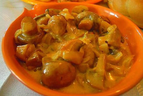 грибы жареные со сметаной и луком рецепт с фото